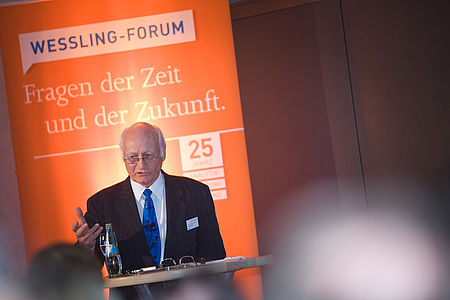 Prof. Dr. Hans Lenk speaks at the WESSLING Forum